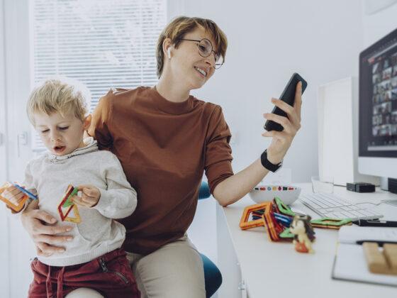 Um das Stressempfinden zu minimieren, ist es wichtig, auch räumlich zwischen Arbeit und Familie zu trennen. Foto: BARMER